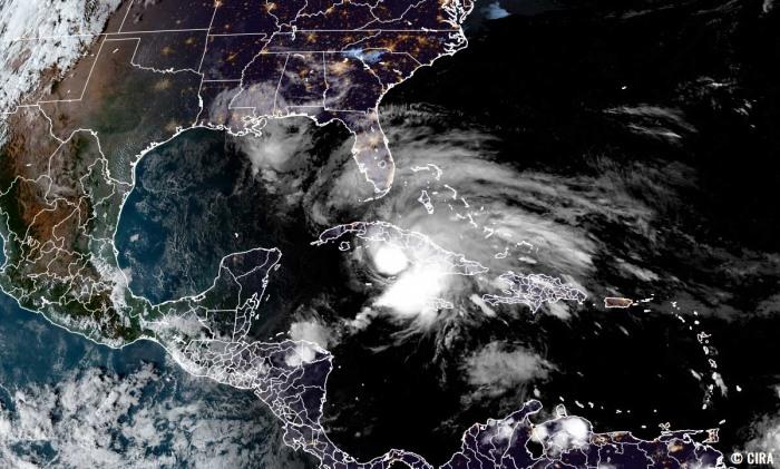 storm-eta-florida-hurricane-season-geocolor-satellite