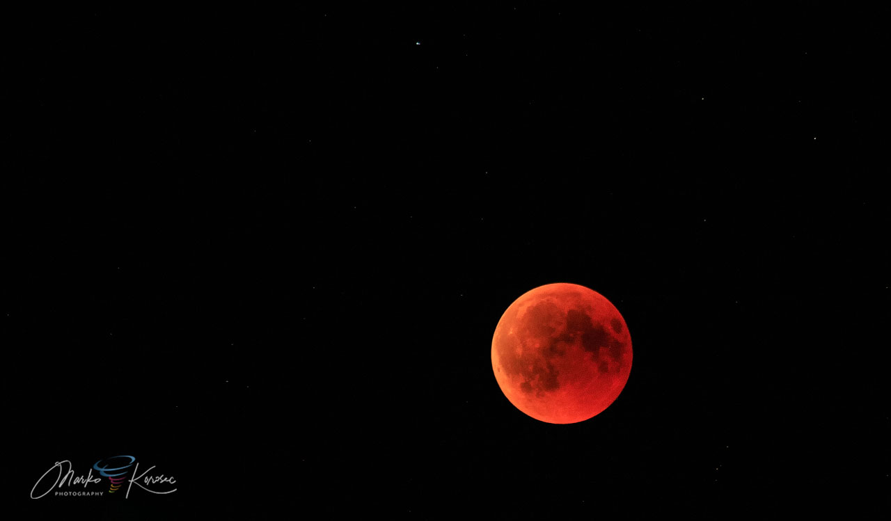 blood-moon-2021-total-lunar-eclipse-red