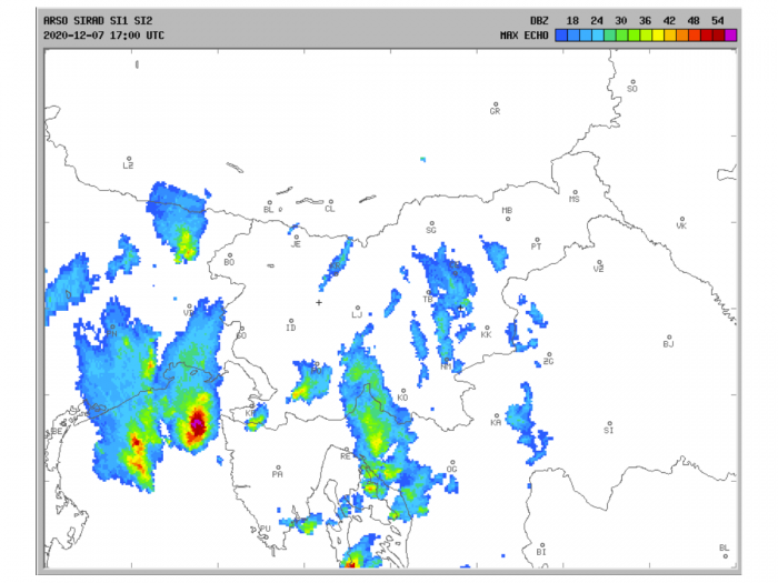 storm-tornado-trieste-italy-winter-radar-1700