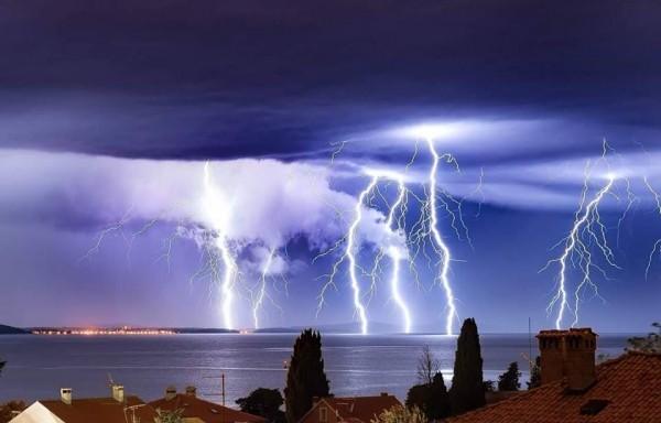 18092016_lightning_6