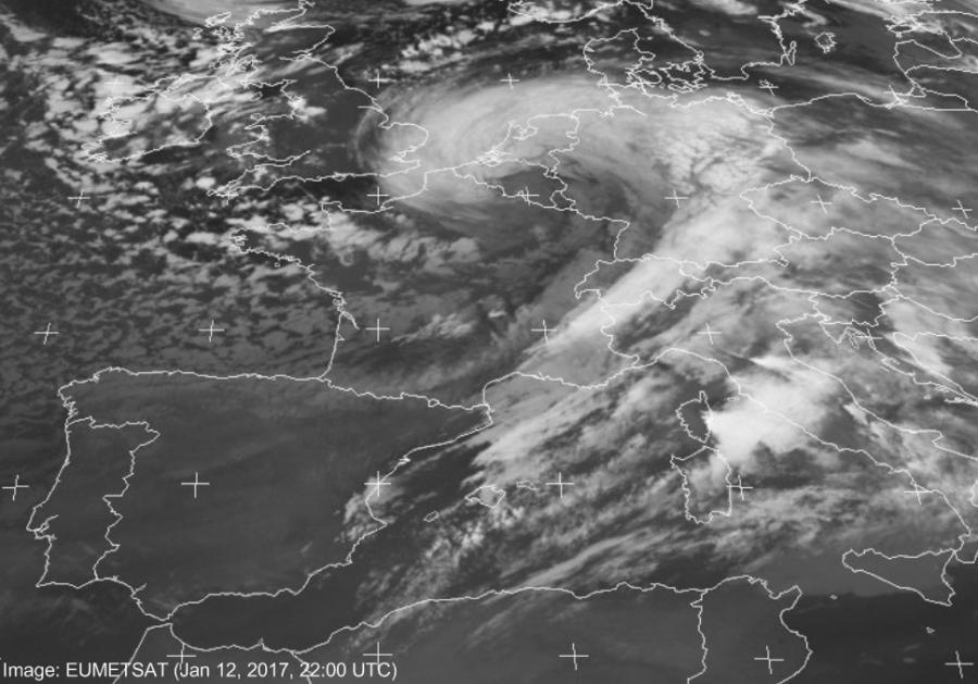 20170112_deepening_cyclone_EUMETSAT_3