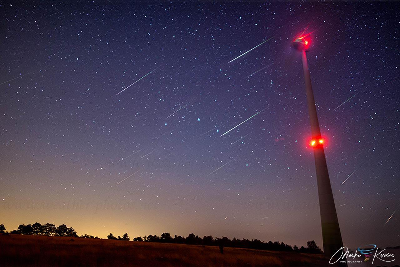 perseid-meteor-shower-2021-wind-turbine