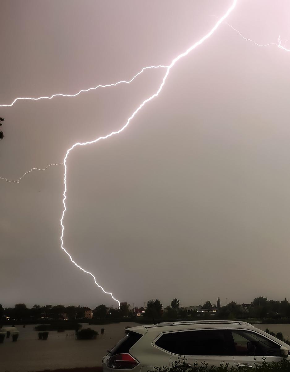 photo-contest-week-23-2021-anita-hajdu-lightning