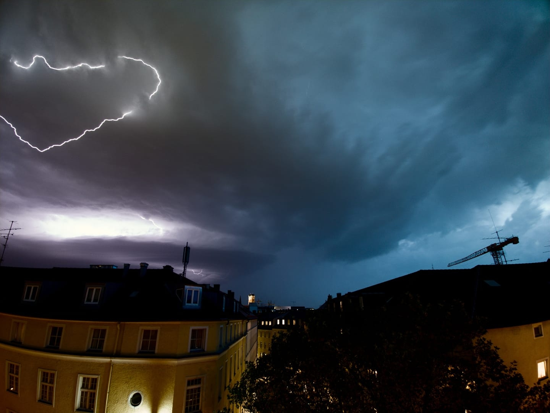 photo-contest-week-25-2021-09-Maximilian-Quellmalz-supercell-lightning