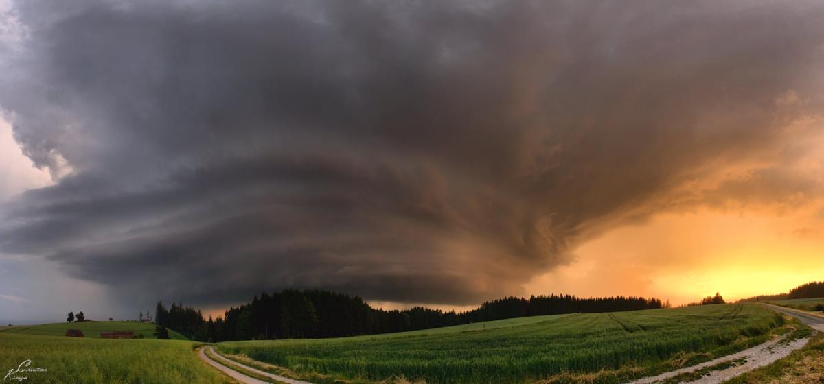 photo-contest-week-26-2021-christian-kreuzer-thunderstorm-bavaria