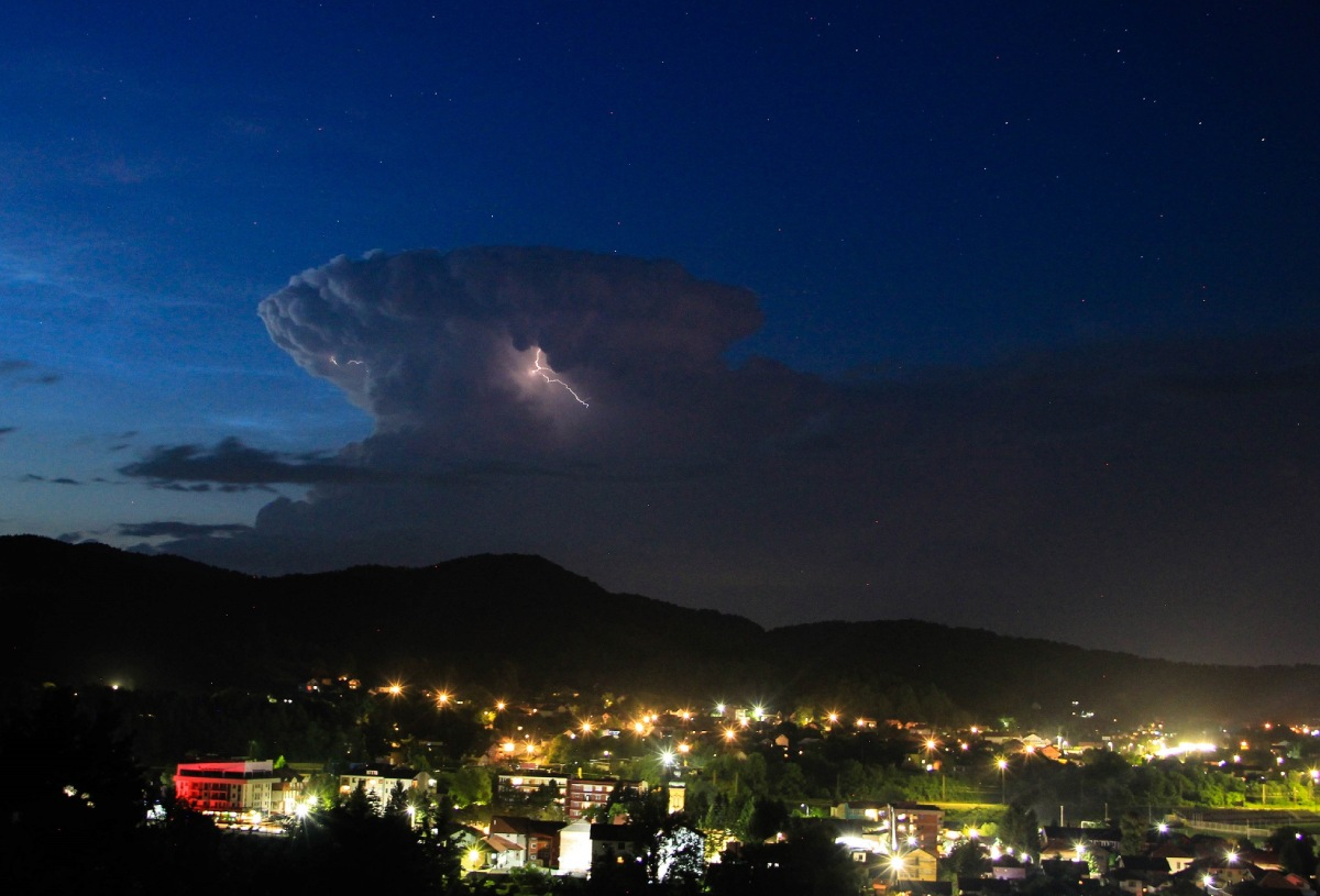 photo-contest-week-26-2021-mersad-dedovic-night-updraft