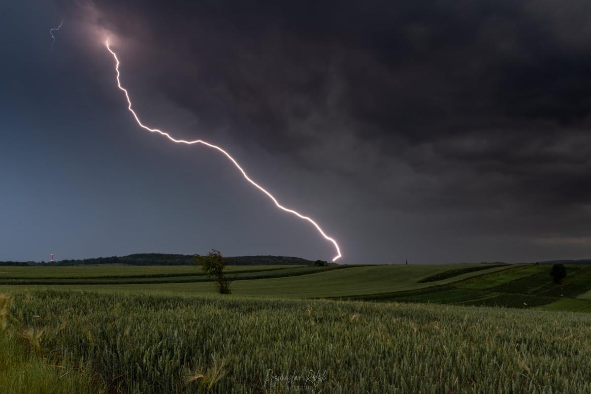 photo-contest-week-26-2021-przemek-rodzik-lightning-strike