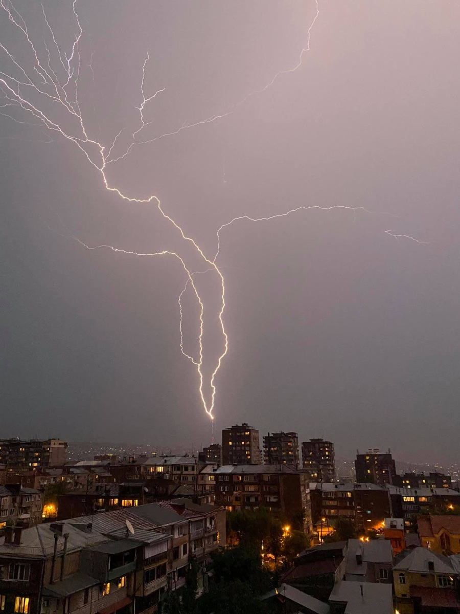photo-contest-week-28-2021-tigran-matulyan-lightning