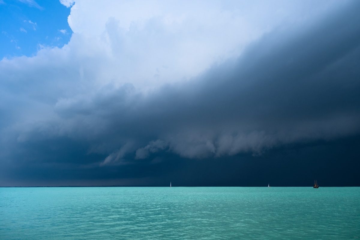 photo-contest-week-29-2021-Csaba-Wolf-shelf-cloud