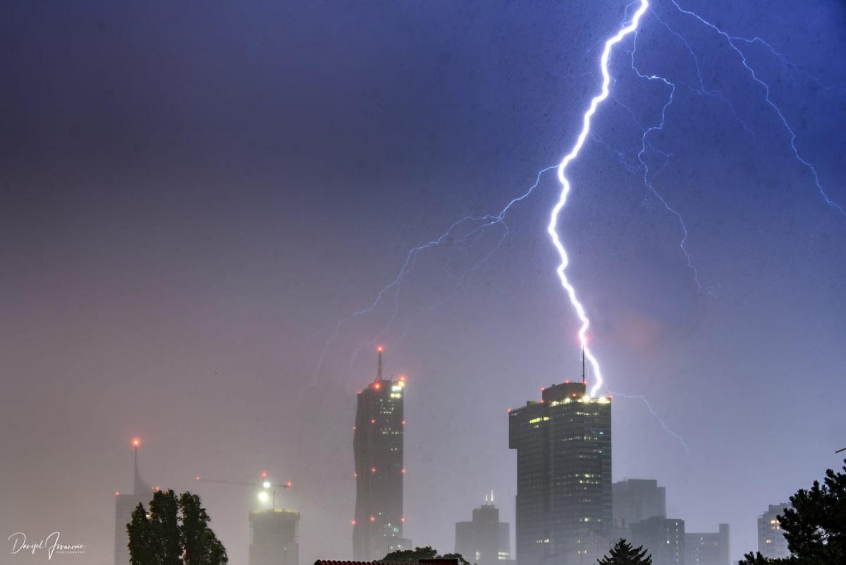 photo-contest-week-29-2021-Danijel-Jovanovic-lightning-bolt