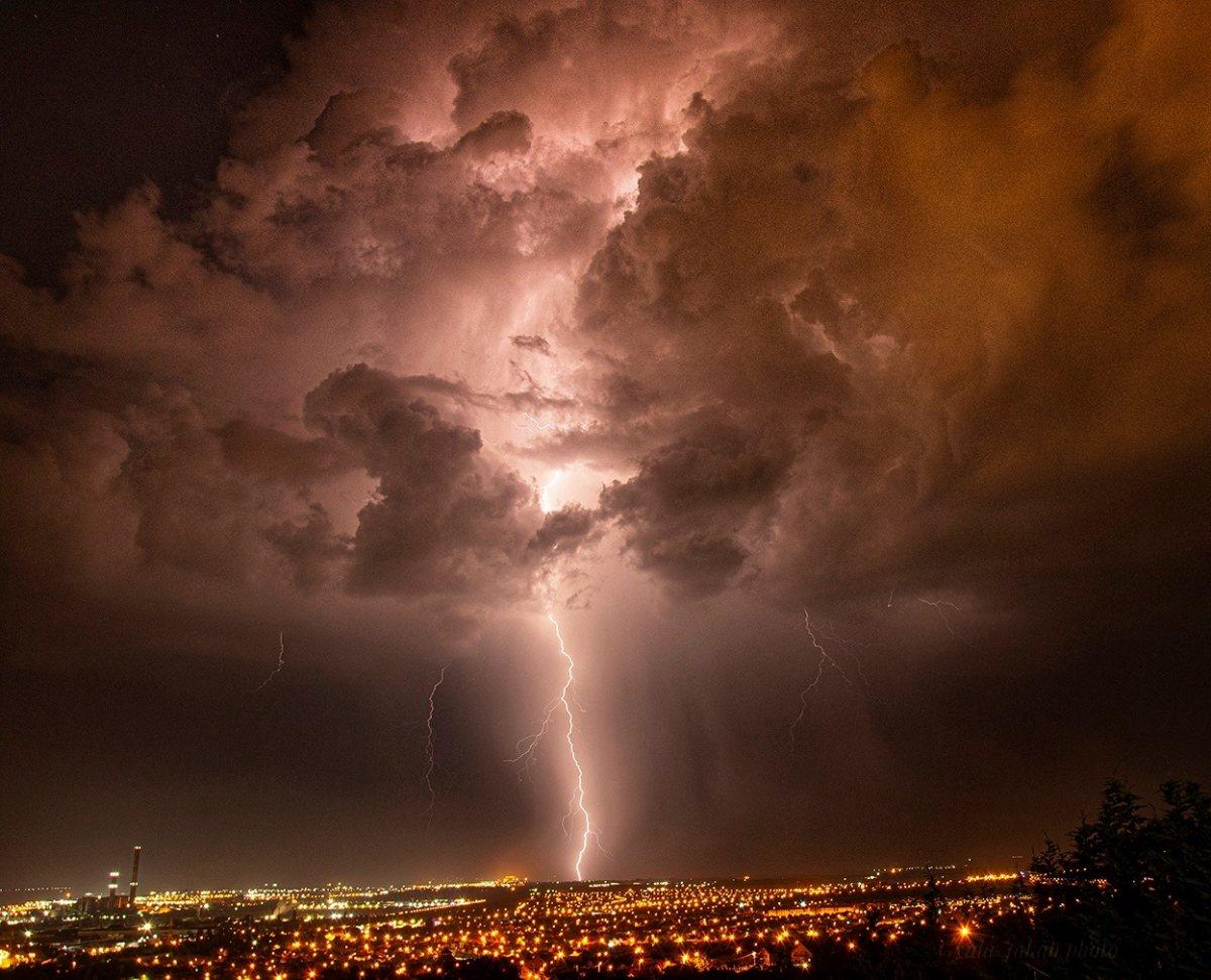 photo-contest-week-29-2021-Gyula-Csaba-Jakab-lightning-strike
