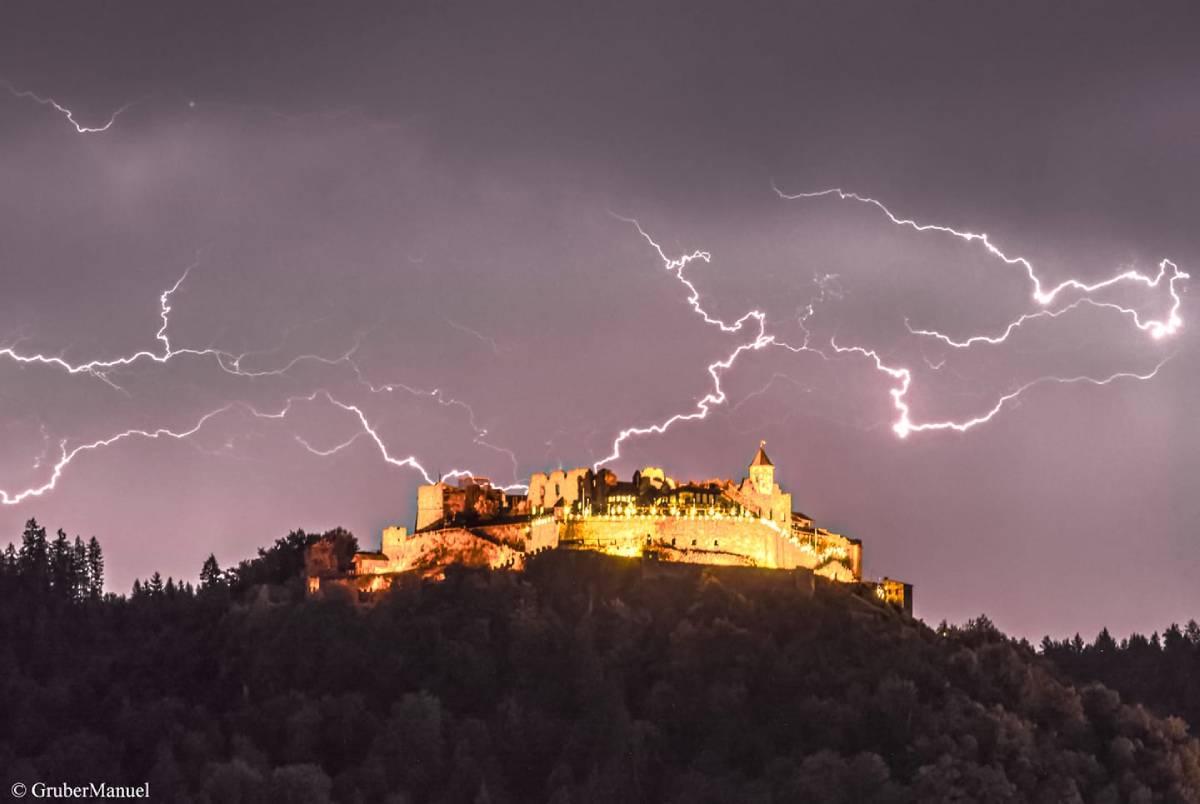 photo-contest-week-30-2021-Manuel-Gruber-lightning-strike