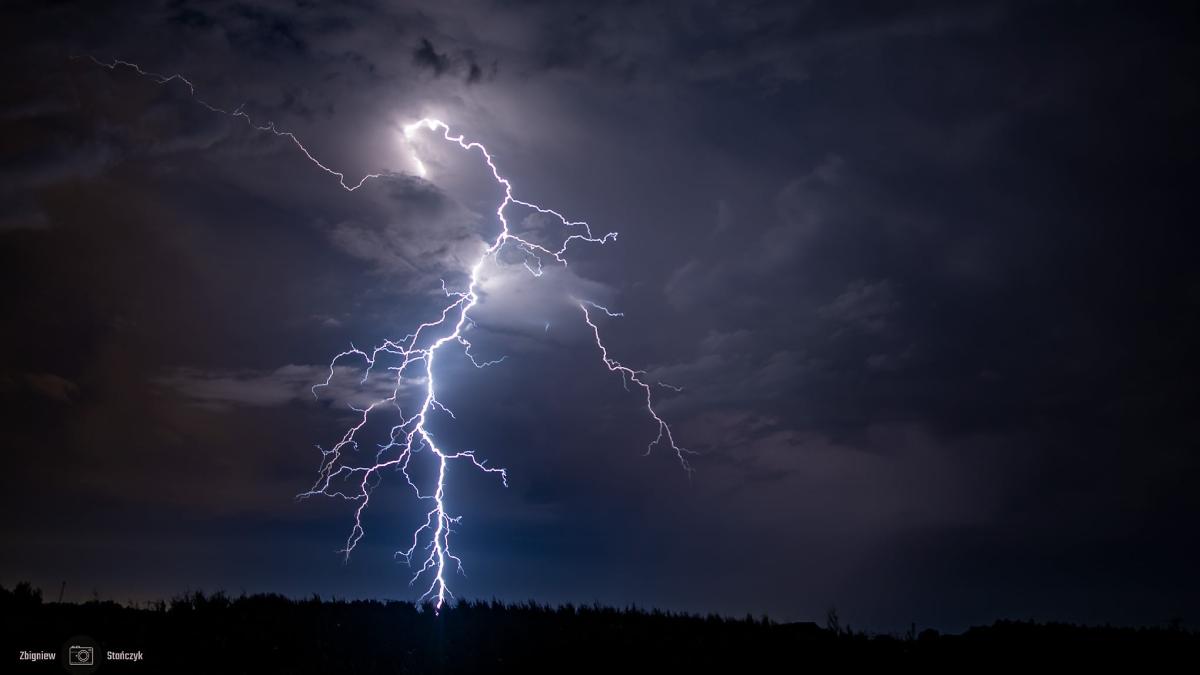 photo-contest-week-30-2021-Zbigniew-Stanczyk-lightning-bolt