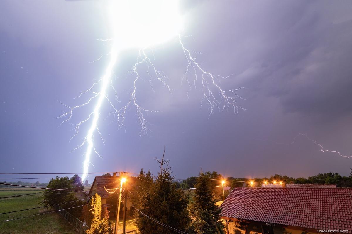 photo-contest-week-32-Czirok-Bence-lightning-strike