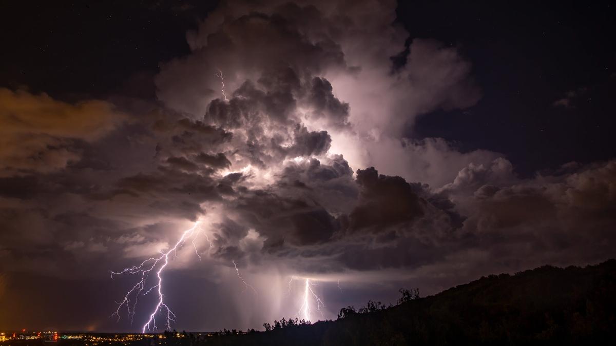 photo-contest-week-32-Zbigniew-Stanczyk-lightning