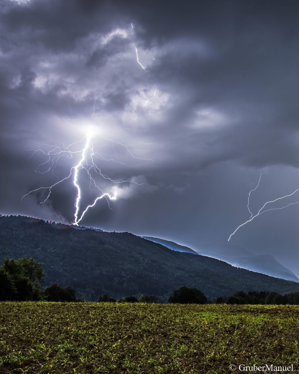 photo-contest-week-33-Manuel-Gruber-storm