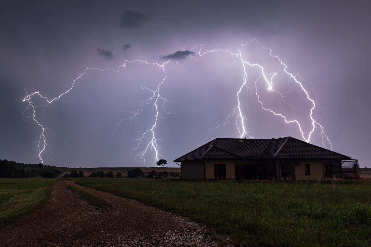 photo-contest-week-33-Przemek-Rodzik-lightning-bolts
