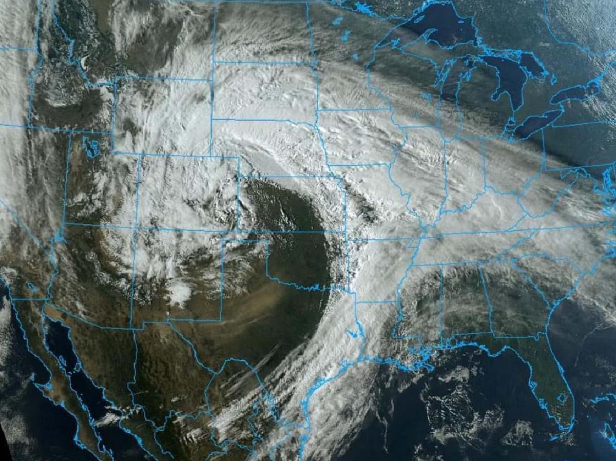 severe-weather-tornado-outbreak-dixie-alabama-mississippi-visible-satellite
