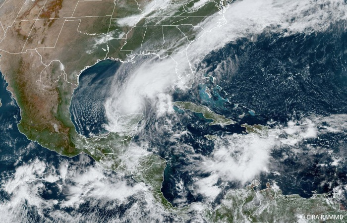 Atlantic-hurricane-season-geocolor-satellite