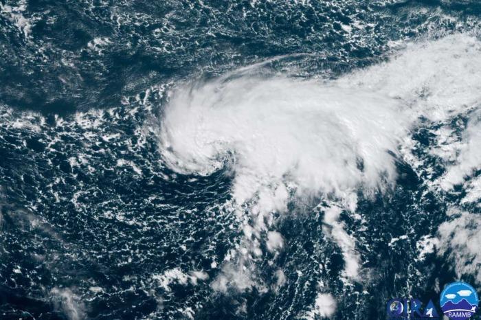 epsilon-hurricane-season-bermuda-geocolor-satellite