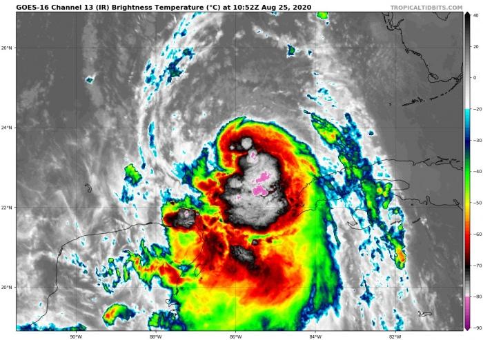 hurricane-laura-landfall-infrared-satellite
