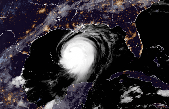 hurricane-laura-landfall-satellite-image