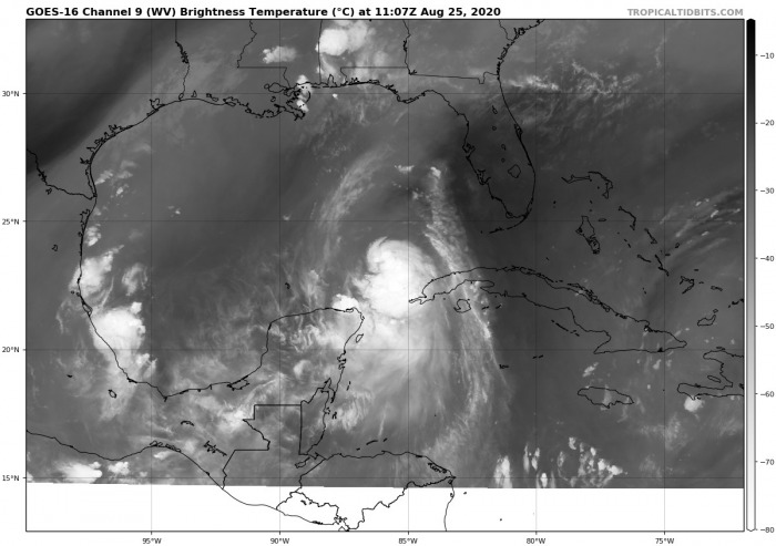 hurricane-laura-landfall-water-vapor-satellite