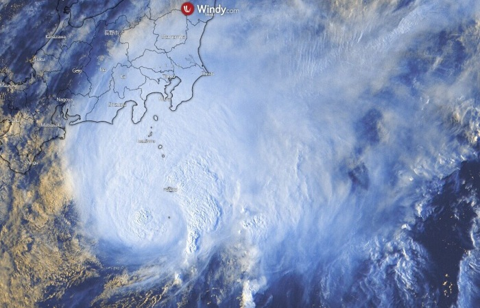 storm-dolphin-zoom-visible-satellite