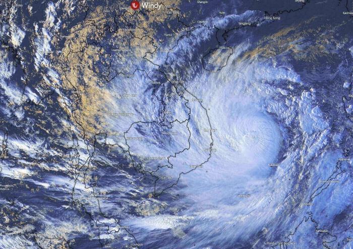 typhoon-molave-vietnam-flooding-visible-satellite