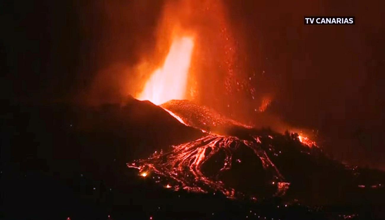 la-palma-cumbre-vieja-volcano-canary-islands-2021-lava-effusive-eruption