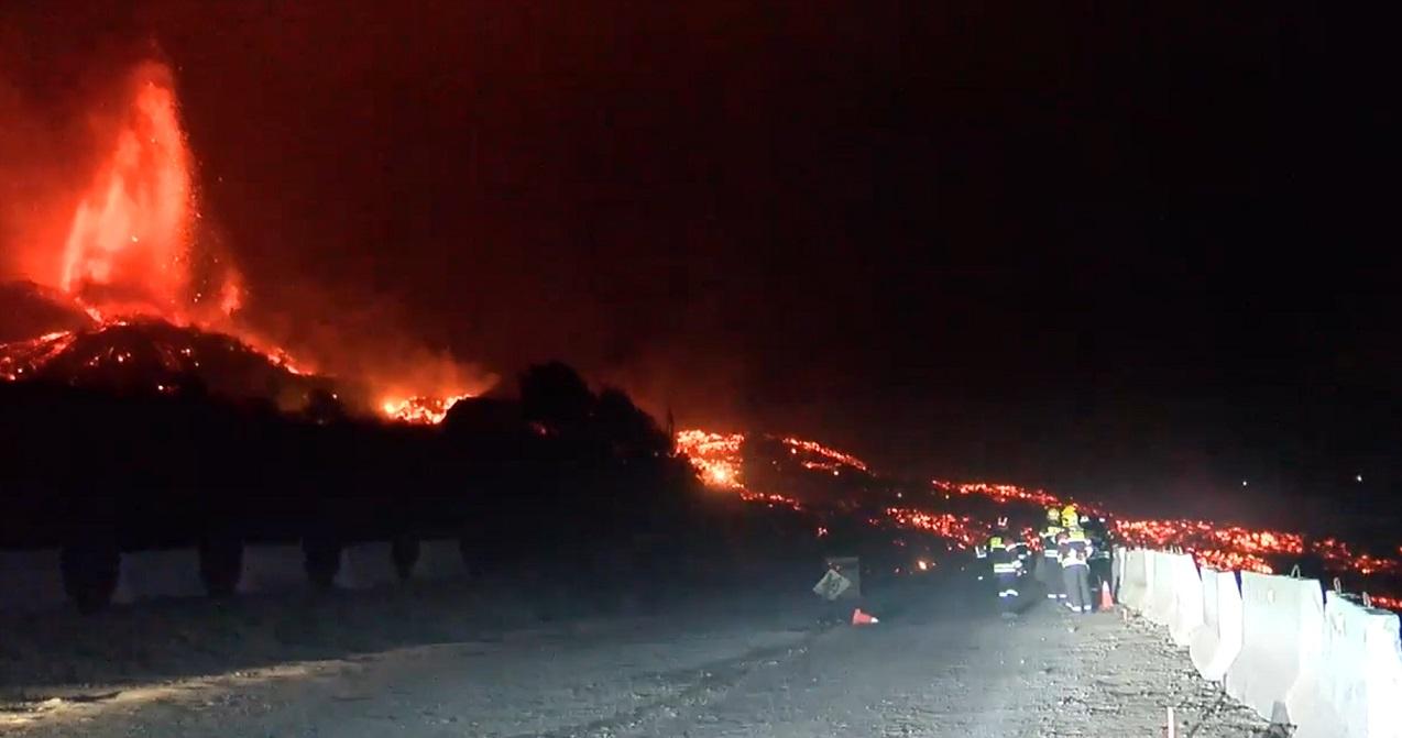 la-palma-cumbre-vieja-volcano-canary-islands-eruption-2021-lava-flow