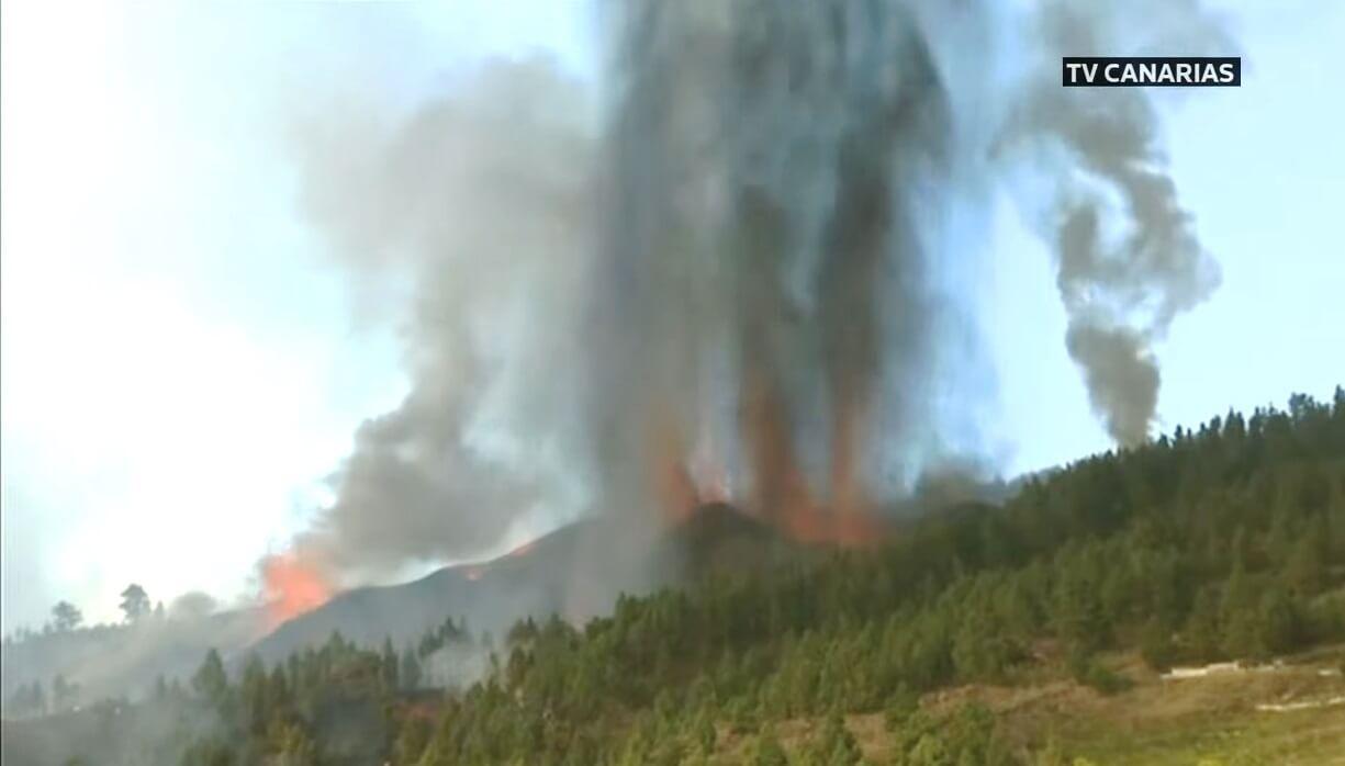 la-palma-cumbre-vieja-volcano-canary-islands-eruption-start-daytime-2021