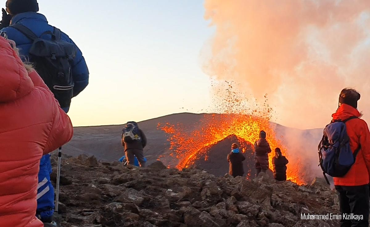 volcano-eruption-iceland-lava-fountains-people-very-close