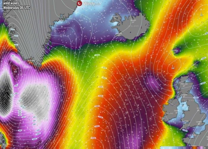 bombogenesis-cyclone-iceland-waves-wednesday-morning