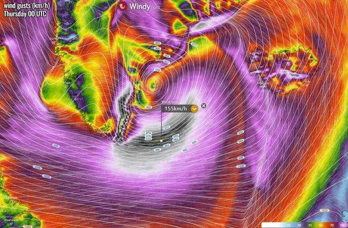 bombogenesis-cyclone-iceland-waves-winds-thursday-morning
