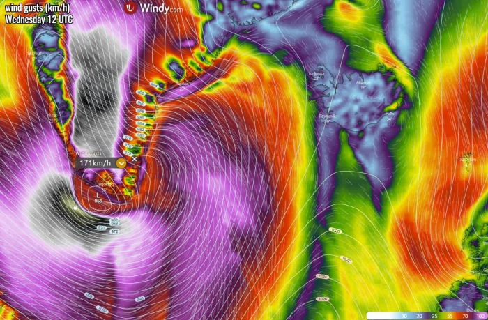 bombogenesis-cyclone-iceland-waves-winds-wednesday-afternoon