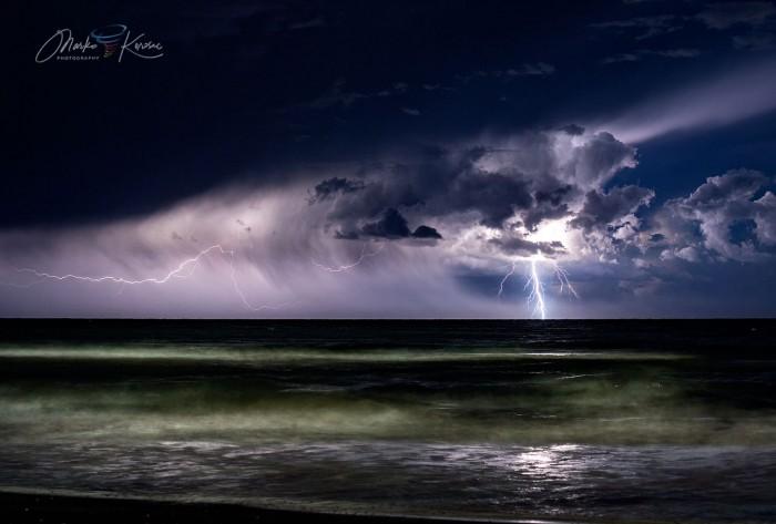waterspout-adriatic-lightning-jesolo