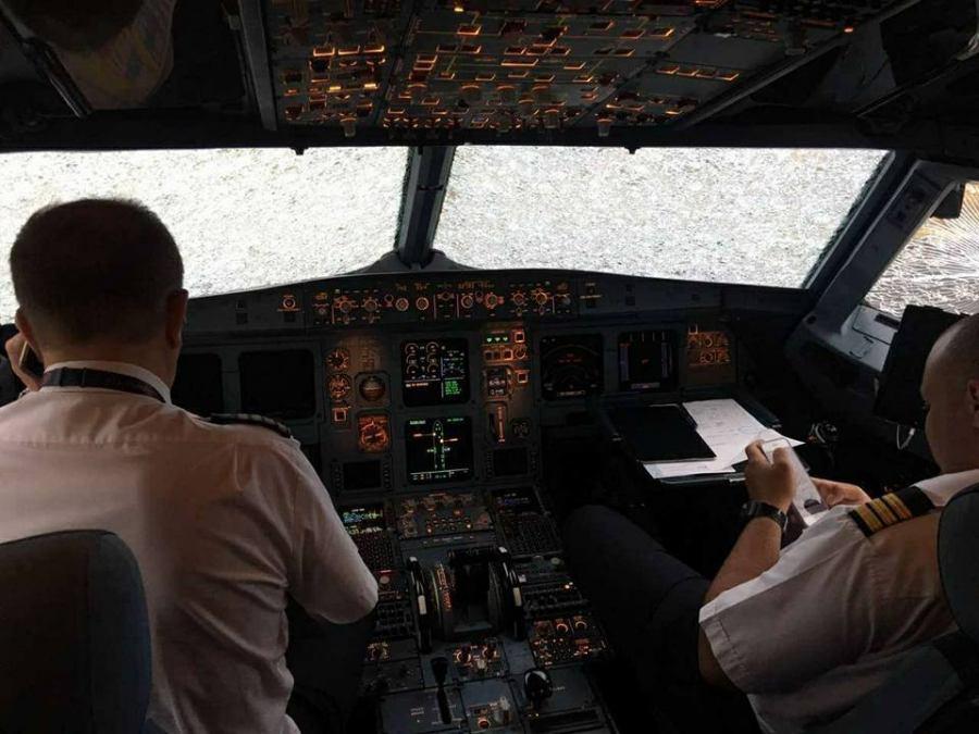 30072017_hailstorm_airplane_damage_2