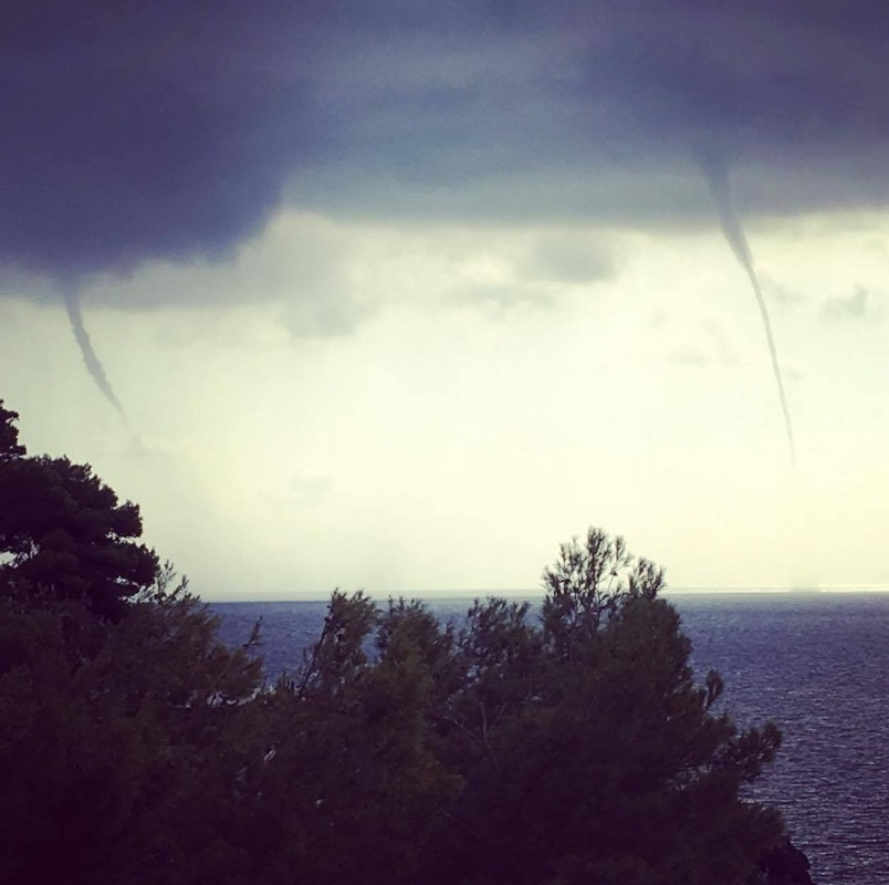 03102017_waterspout_Ustica_Sicily_Silvestro_Delle_Cave