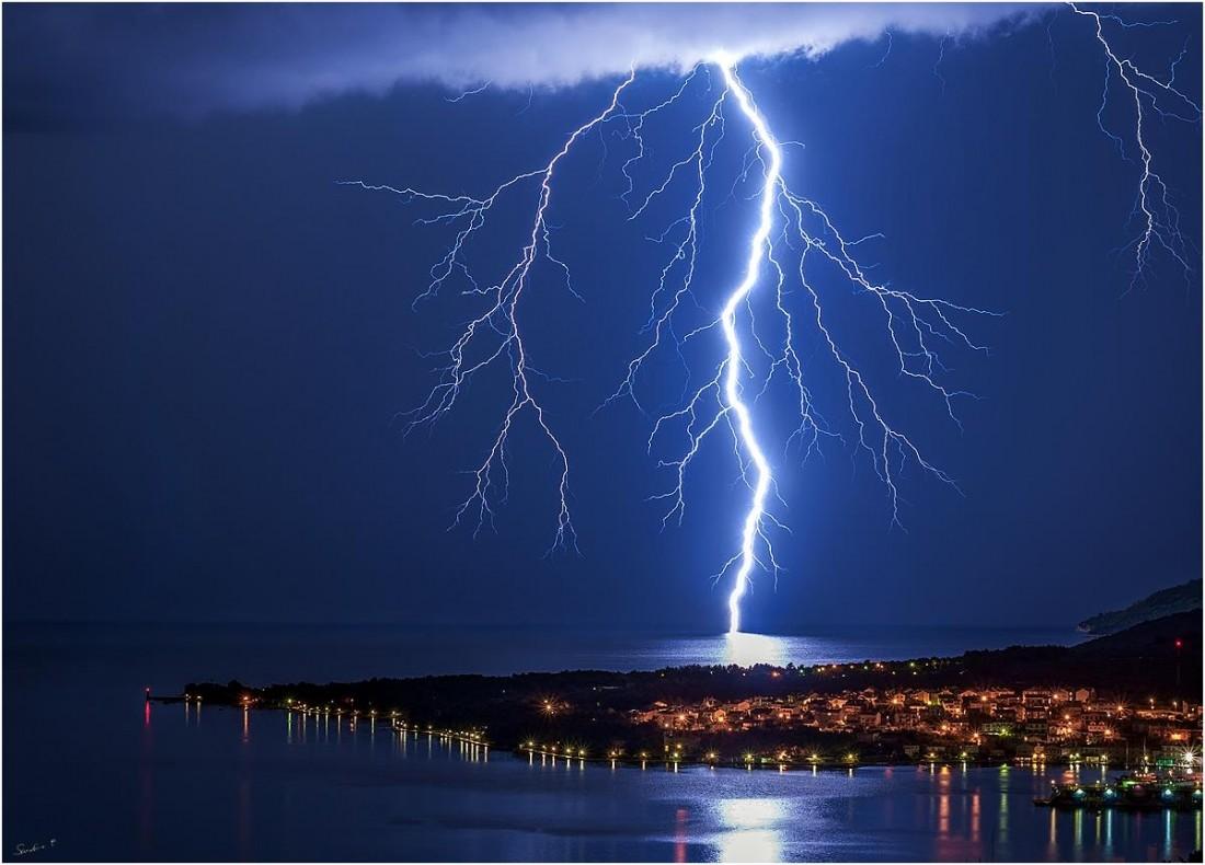 11052017_lightning_Puncet_CresIsland