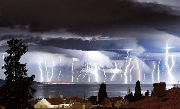 18092016_lightning_11
