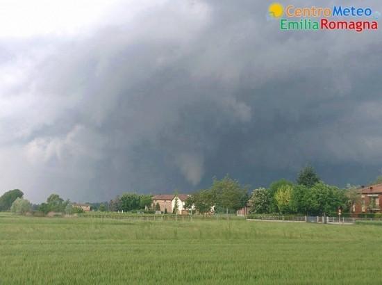 20140430_Nonantola_tornado_forming_2