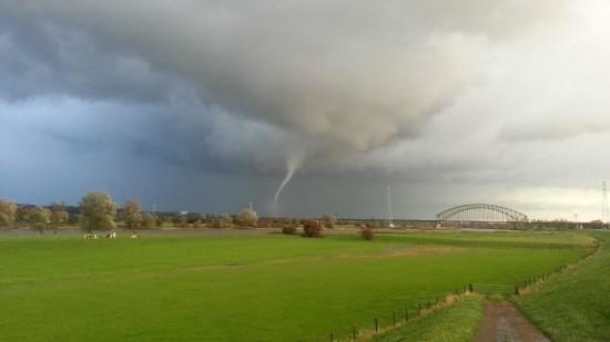 tornado_rtlweer_bobandsaschajanssen_1630driel