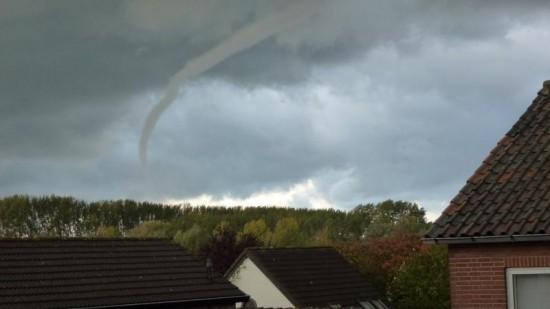 wijk_tornado_forum_topshelfmeteo_nl