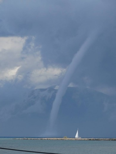 lefkimi_greece_waterspout_oct1_2013