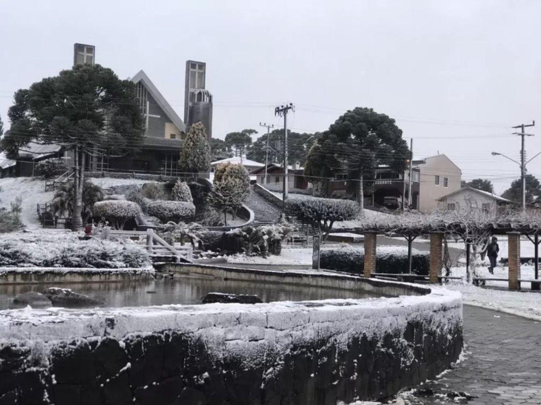 south-hemisphere-america-cold-weather-winter-outbreak-historical-snowfall-brazil-photo