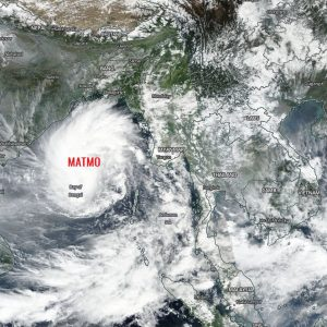 A Category 1 Tropical cyclone #MATMO is re-intensifying in the Bay of Bengal, should deliver extreme rainfall and flooding into S Bangladesh this weekend