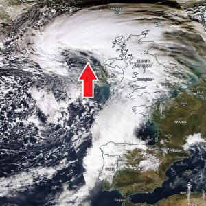 A new rapidly developing cyclone moving towards the Faroe Islands tonight, delivering near 150 km/h into far NW Scotland