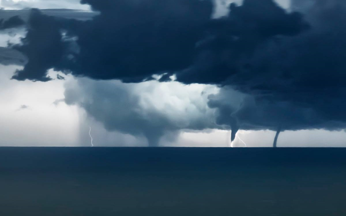 waterspout adriatic niccolo ubalducci