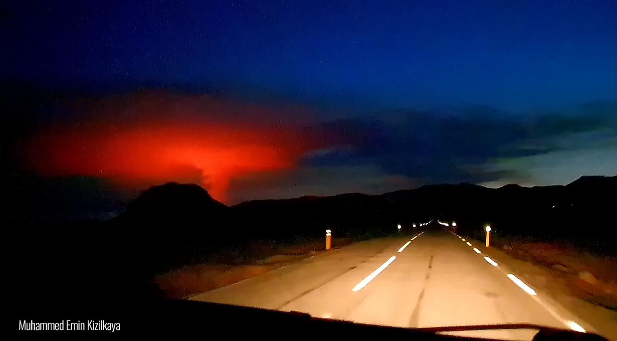 volcano eruption iceland lava fountains evening smoke